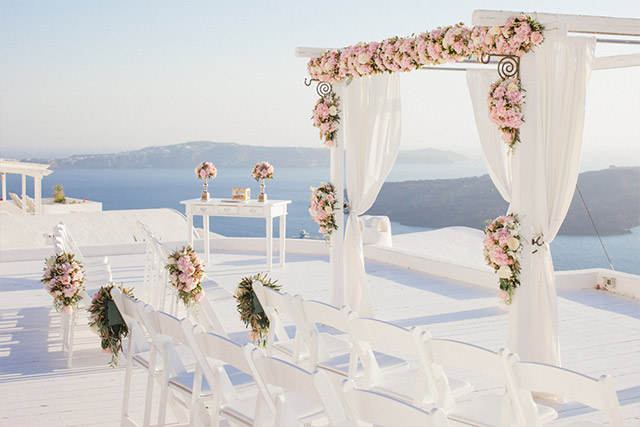 A Rose Cream And Gold Dream Chinese Wedding In Santorini