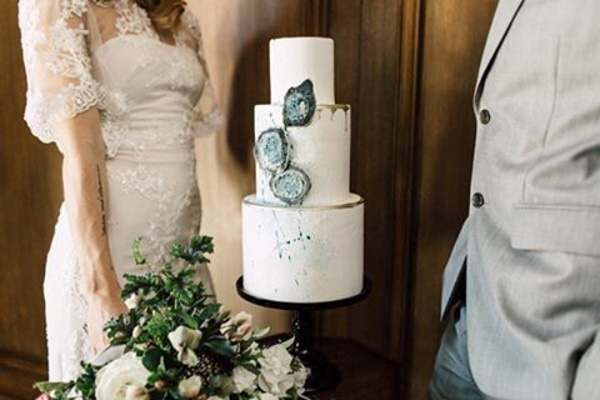 These Geode Wedding Cakes Will Rock Your Big Day Asia Wedding - Geode Wedding Cake