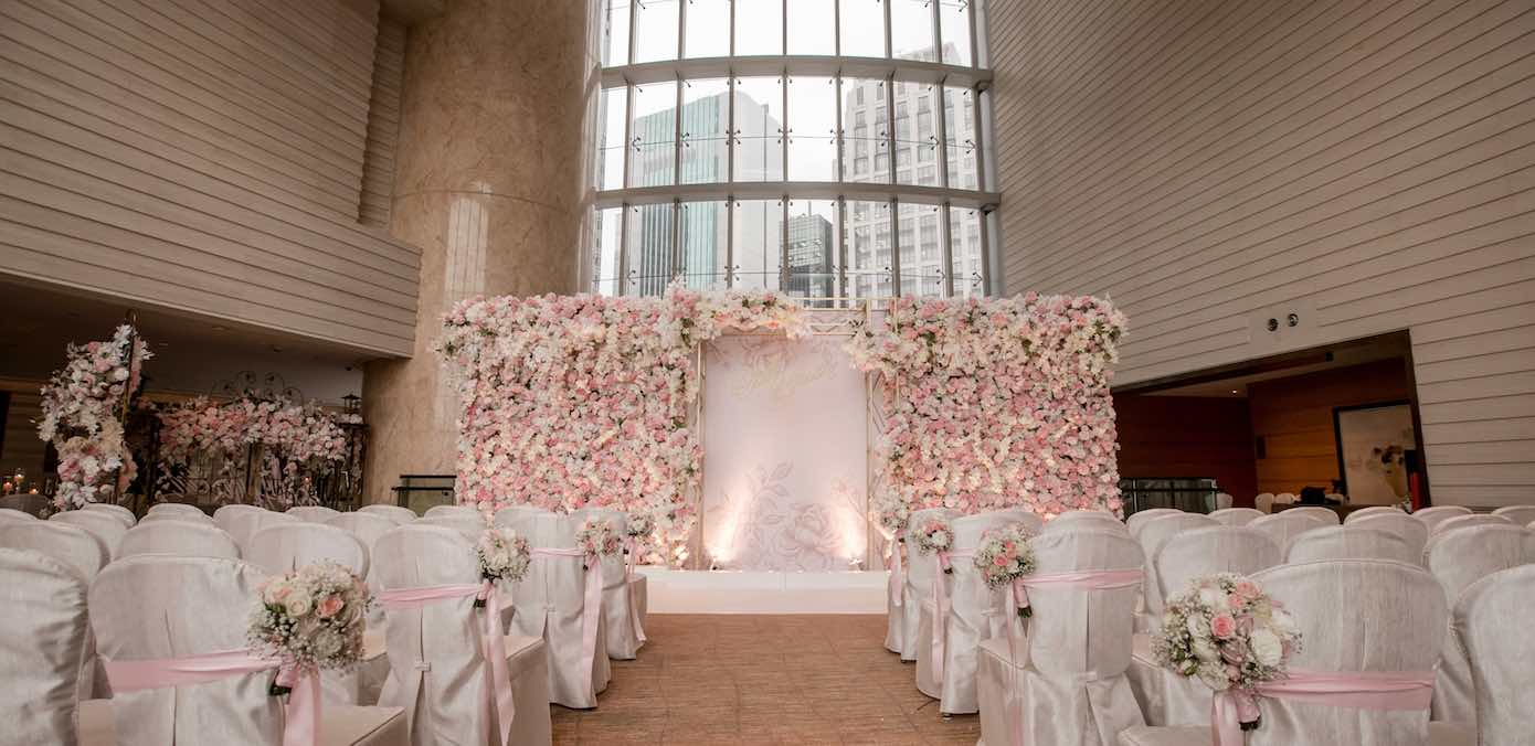 A Beyond Stunning Four Seasons HK Wedding With A Breathtaking Flower Wall