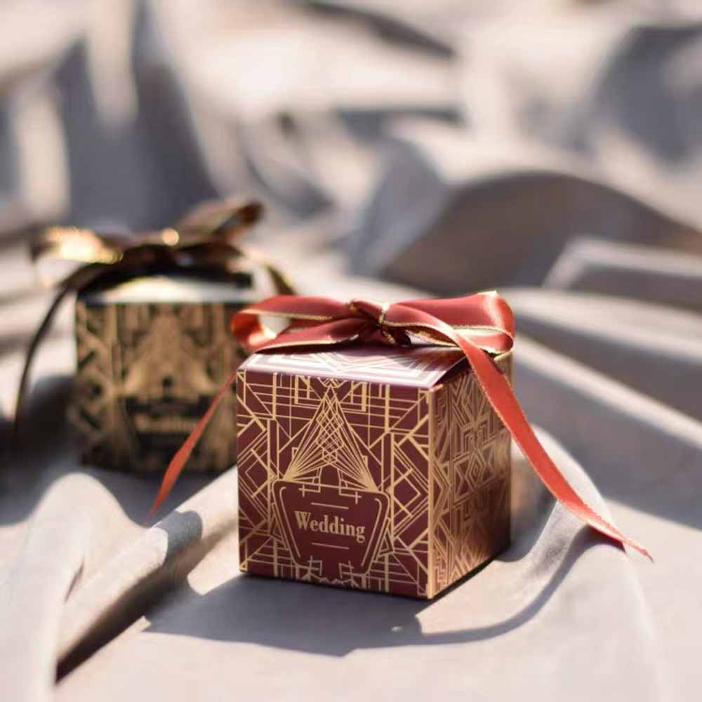 11 Holiday Wedding Candy Boxes That are Perfect for Festive Wedding Decor