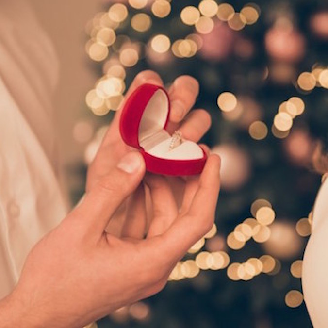 Should You Propose on Valentine's Day? Here's 6 Pros and 6 Cons