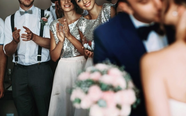 When is it Okay for Your Groomsmen to Flirt with Bridesmaids Here are 7 Scenarios 3