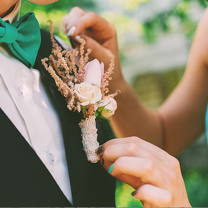 When is it Okay for Your Groomsmen to Flirt with Bridesmaids? Here are 7 Scenarios