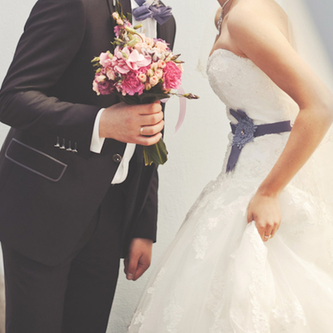 Cheap Wedding Gown Rental Singapore: Who Should Pay For The Wedding: Bride Or The Groom?