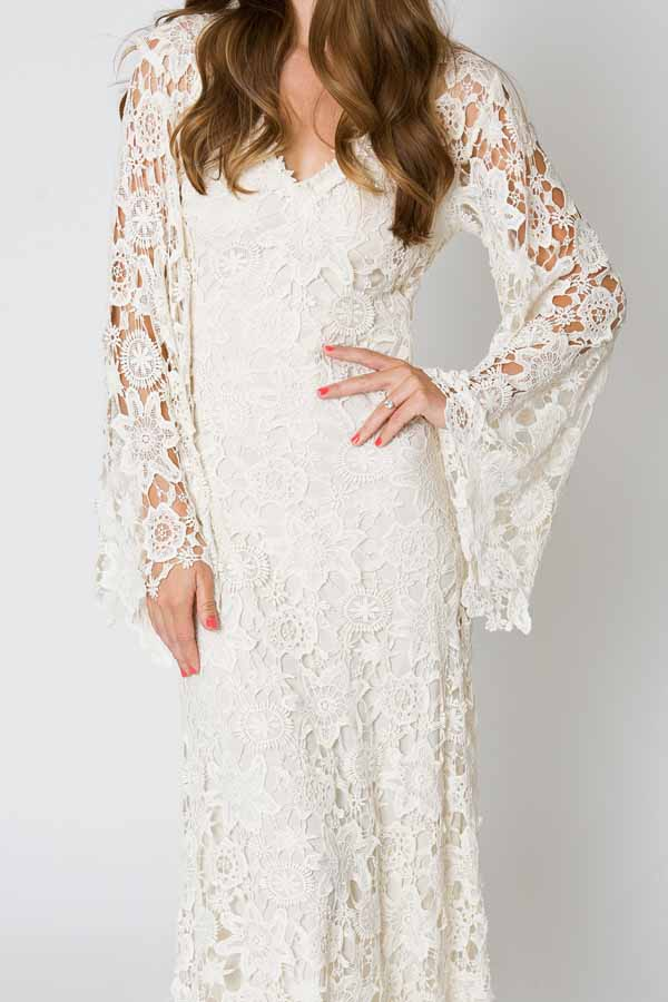 7 gorgeous types of long sleeved wedding dresses you need for Bell sleeve wedding dress