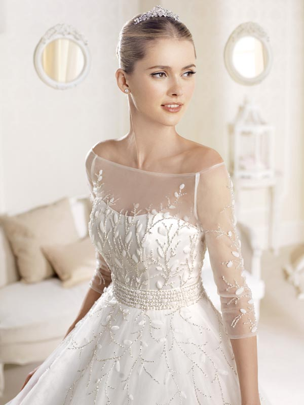 7 gorgeous types of long sleeved wedding dresses you need for Wedding dresses with three quarter length sleeves