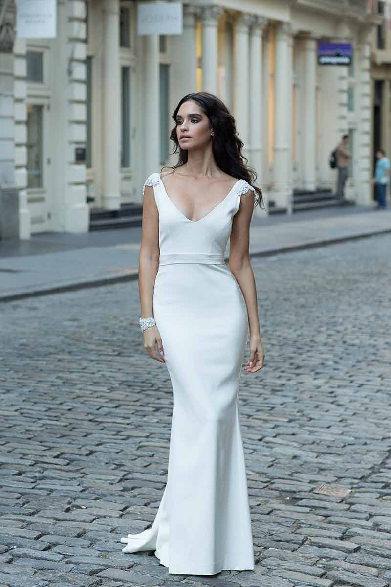 4 New Anna Campbell Dresses For Brides Who Want A Simple Yet ...