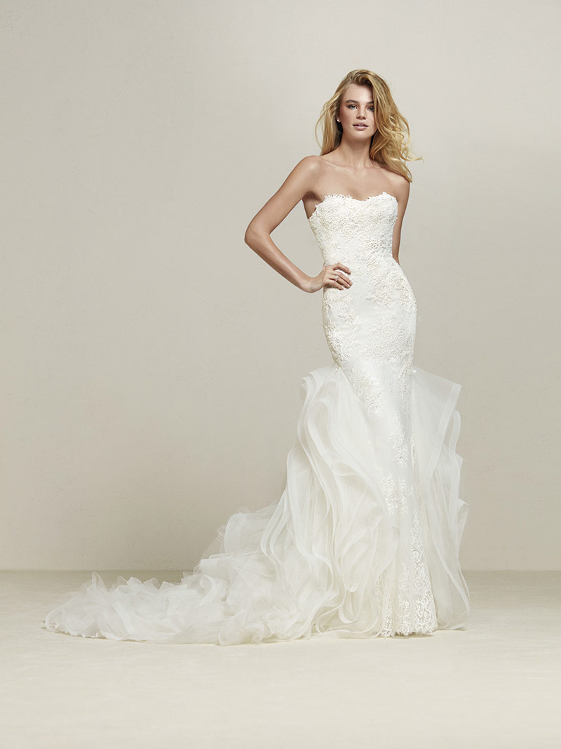 Pronovias Wedding Dresses: Intricate Patterns & Overlaying Illusions ...