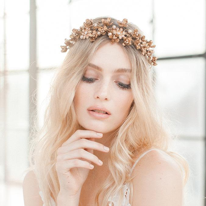 Must-know 2016 Wedding Fashion Trend: Antique yet Luxurious Bridal Hairpieces
