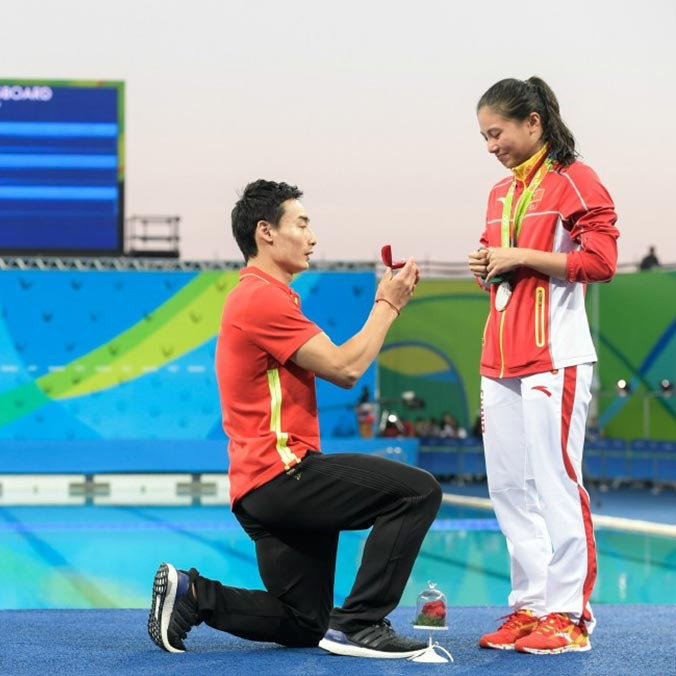 Chinese Divers, He Zi & Qin Kai's Olympics Medal Ceremony Proposal