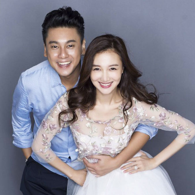 Taiwanese Actor, Ken Chu & Chinese Actress, Han Wenwen's Red Roses Birthday Proposal