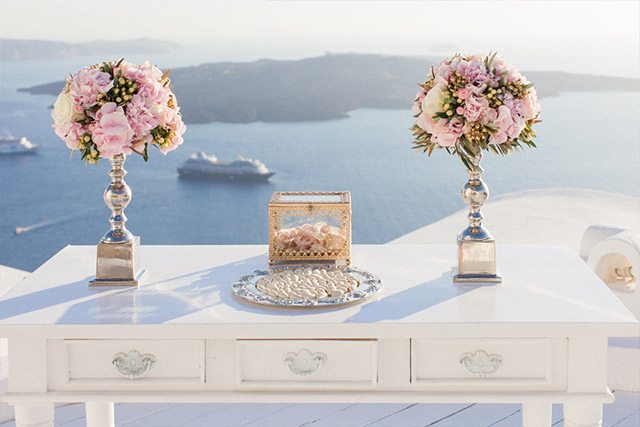 Luna Kevin Santorini Wedding Decoration Photographer Roberta Facchini 5