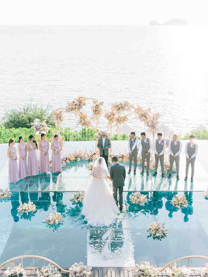 An on water wedding with a very uniquely designed backdrop. #suchaluckybride