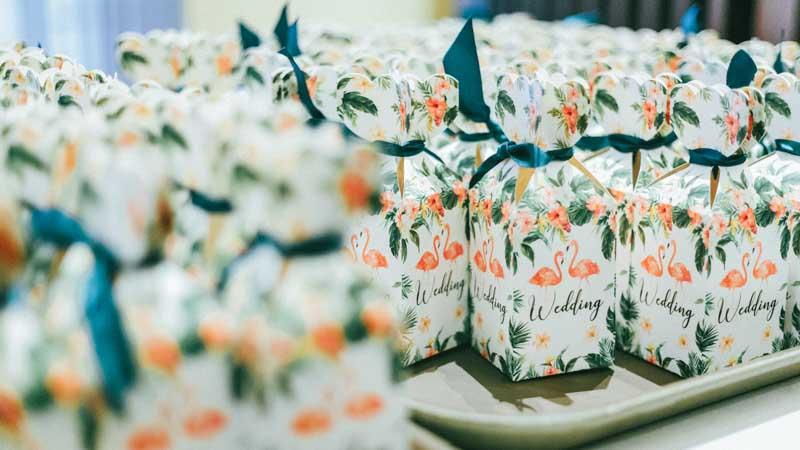 You can never go wrong with fun candy favour boxes like these! #weddingcandybox