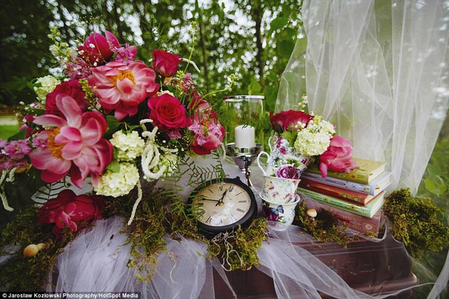 This Couple Took the Alice in Wonderland Wedding Theme to the Next
