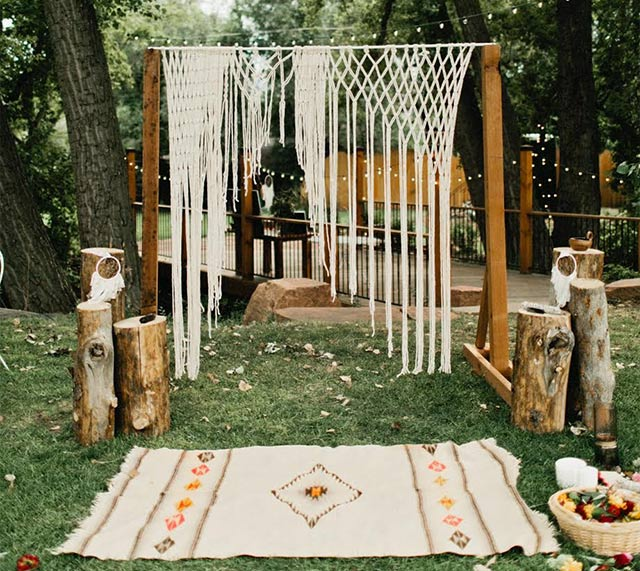 Alter Decor Idea Would Also Look Nice At Floor Altar With: 10 Boho Chic Wedding Ideas You'll Love For Your Bohemian