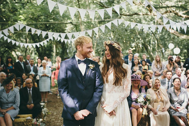 10 boho chic wedding ideas youll love for your bohemian wedding bohemian wedding boho style wedding bunting flags junglespirit Image collections