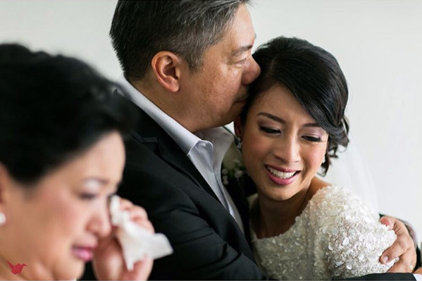 Father and Bride Touching Wedding Moment Photos 11