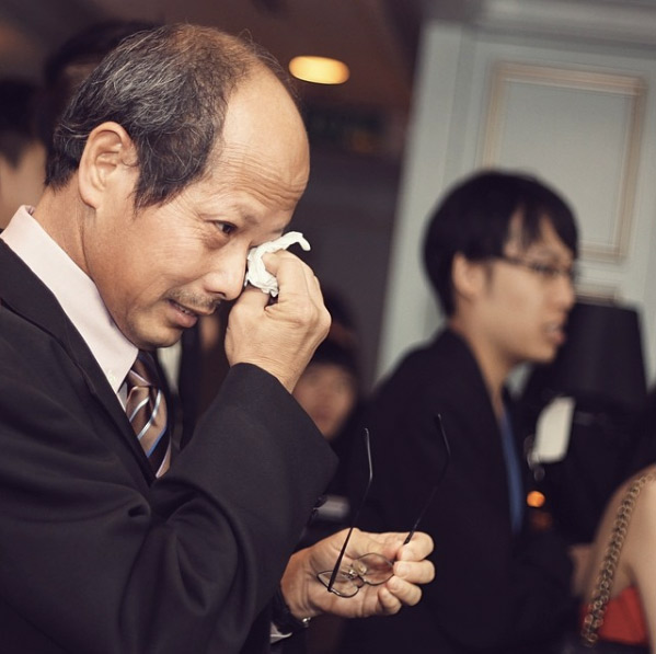 Father and Bride Touching Wedding Moment Photos 9