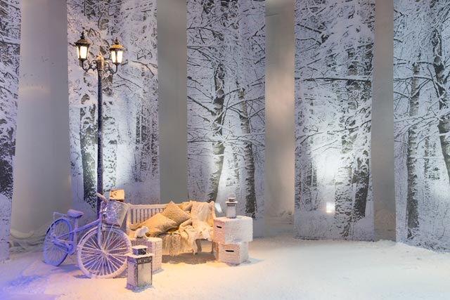 How to use artificial snow in your winter wedding for Artificial snow decoration