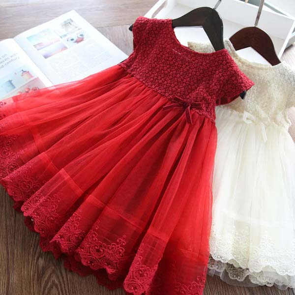 White and Red Flower Girl Dress with Floral Pattern and Loose Skirt Design