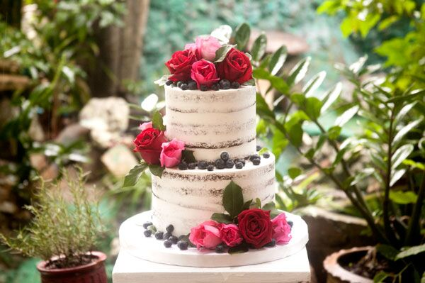 2-tiered Naked Cake for 20-25 guests