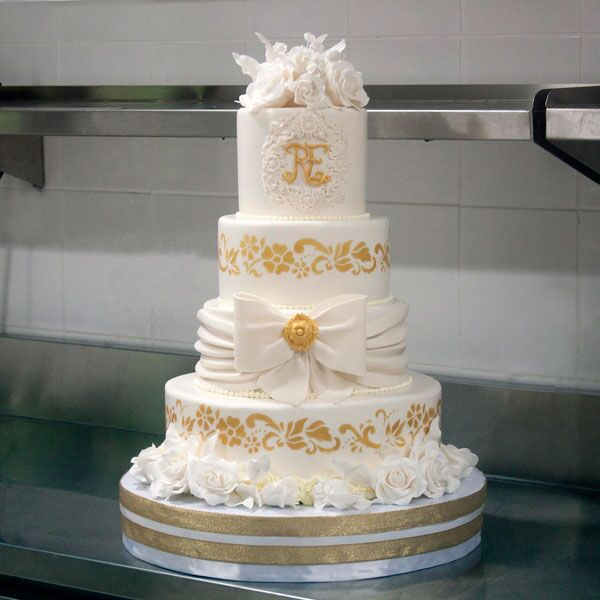 3 or 4-tiered Fondant-Covered Cake for 85-90 guests
