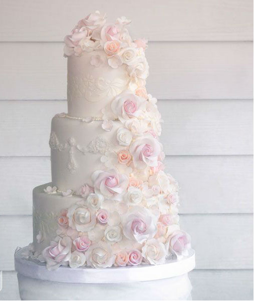 3 or 4-tiered Fondant-Covered Cake for 100 guests