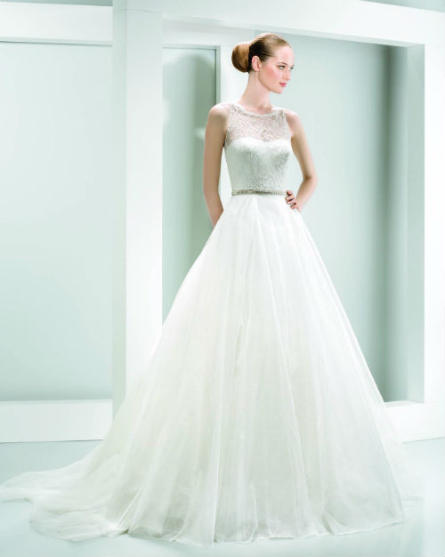 Rental 1 Brand Name Wedding Dress + 1 Red Evening Gown