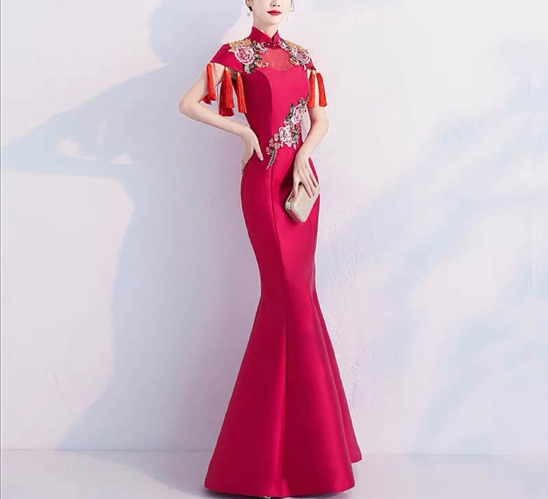Red Wedding Cheongsam/Ao Dai/Qipao 旗袍/奧黛 Dress Rose Embroidery Design with Sleeves Red Tussel