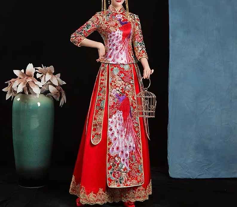 Funnel Collar Wedding Kua 龍鳳卦/秀禾服 Qun Kua Cheongsam for Bride in Red with Front Design Peacock Embro