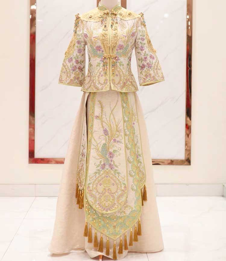 Elegant Gold Wedding Kua 龍鳳卦/秀禾服 Qun Kua Cheongsam for Bride with Beads Tassel on Top and Purple Flo