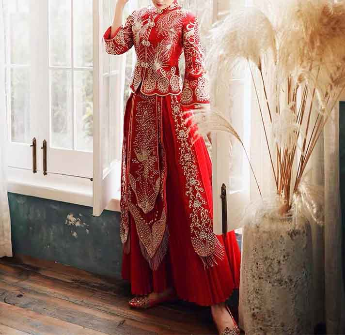 Beaded Coat and Skirt Wedding Kua 龍鳳卦/秀禾服 Qun Kua Cheongsam for Bride in Elegant Red Color