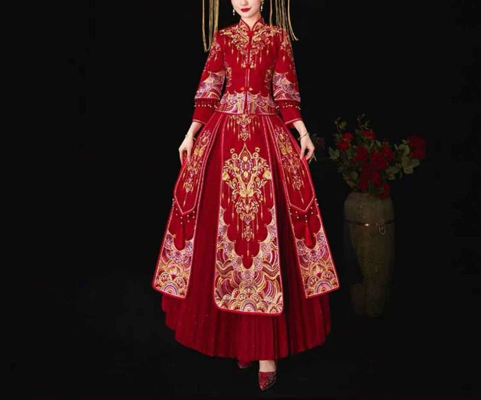 Wedding Kua 龍鳳卦/秀禾服 in Traditional Red & Gold<br />