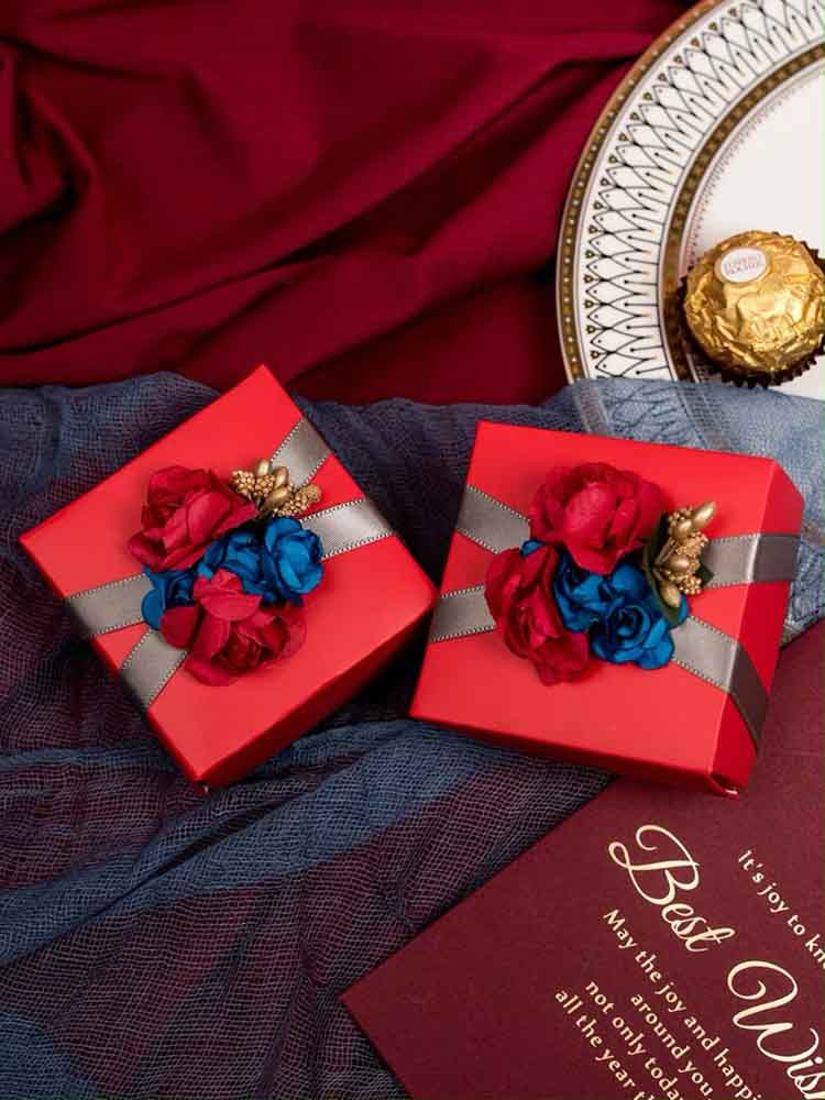 50 PCS Red Guest Favors Wedding Candy Boxes with Blue And Red Floral Design