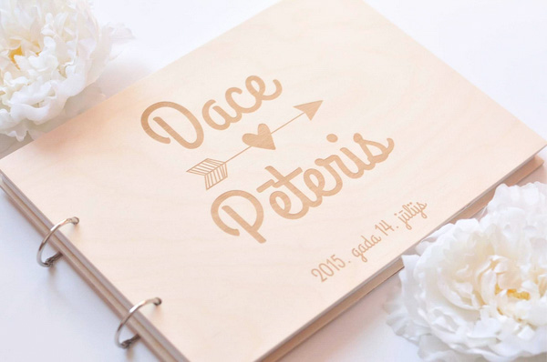 Mr. & Mrs. Heart  - 场地布置 - Wooden Wedding Guest Book with Custom Simple Design Name Engraved Ring Type Binder - 世界各地适用