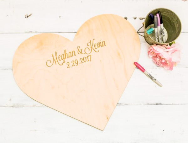 Mr. & Mrs. Heart  - 场地布置 - Custom Heart Shape Cut Wooden Wedding Guest Book - 世界各地适用