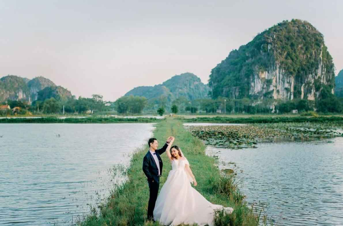 8 Hr Prewedding Photo + Makeup + Dress