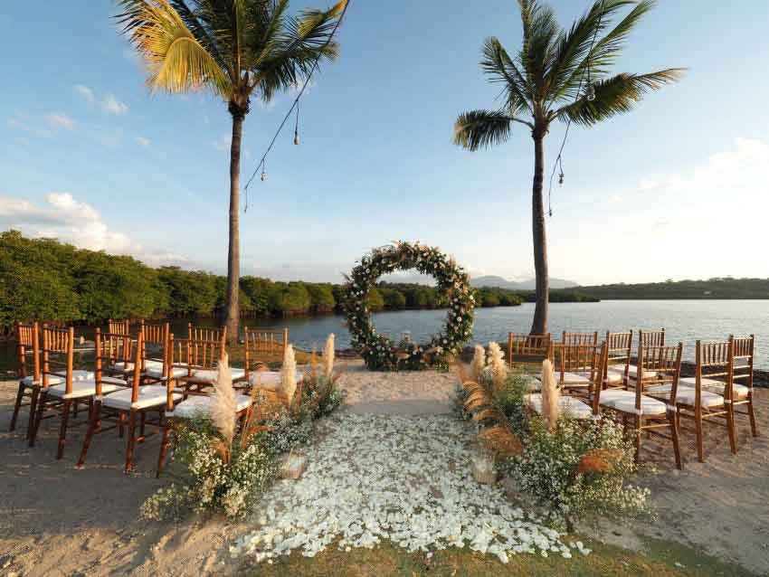 Mimpi Resort Menjangan Wedding Package (20 pax)