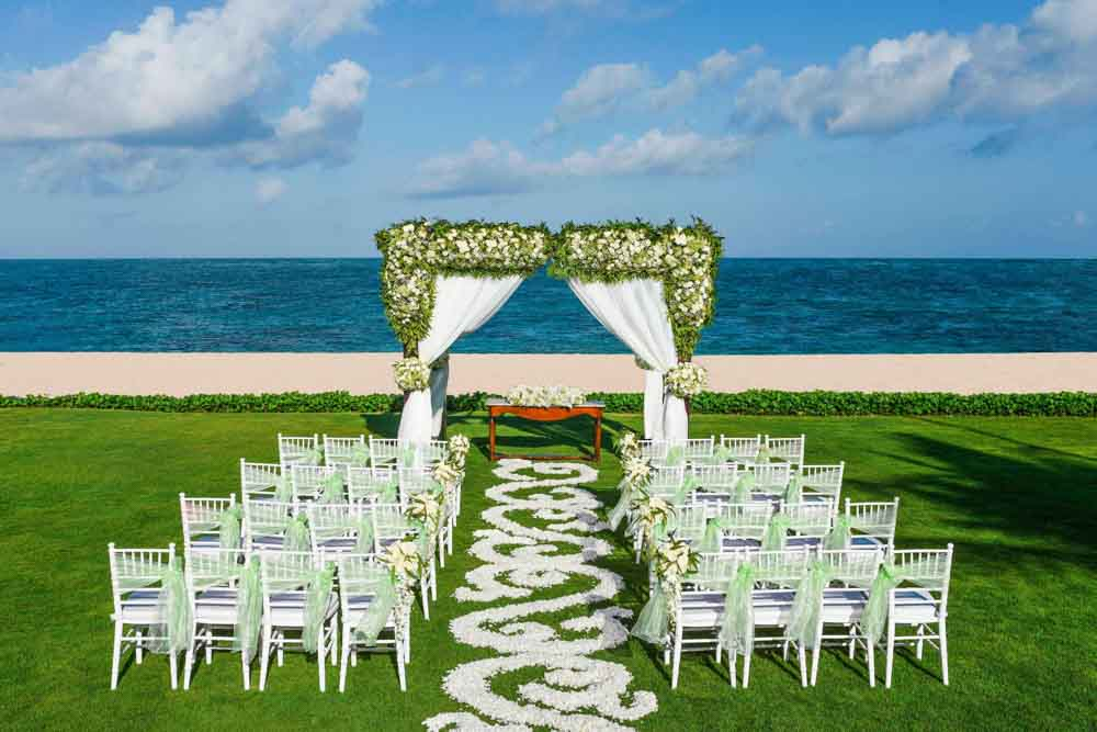 The St. Regis Bali Resort Beach Enchantment Exotic Wedding Package (30 pax)