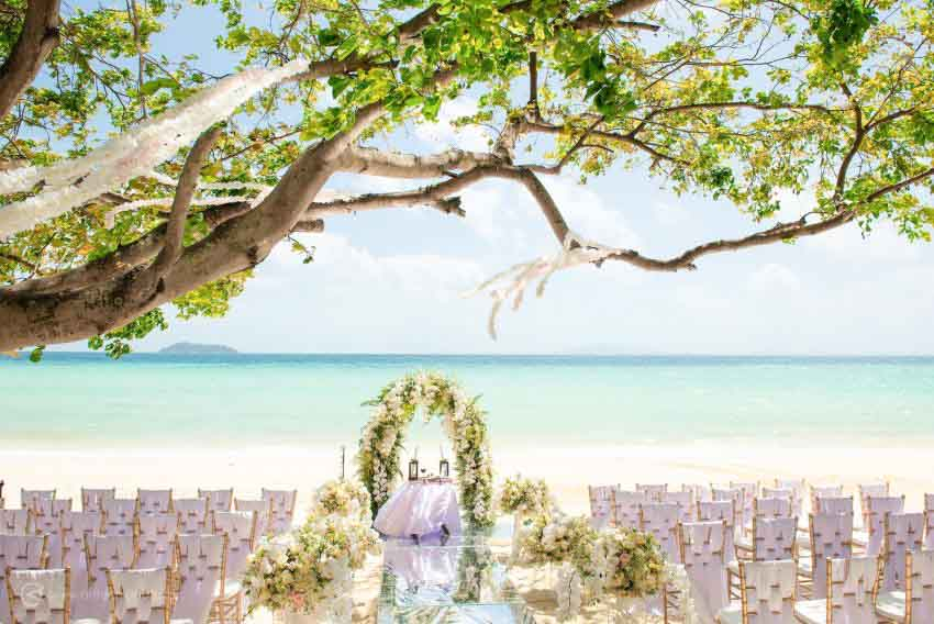 Holiday Inn Resort Phi Phi Island Wedding Package (40 pax)