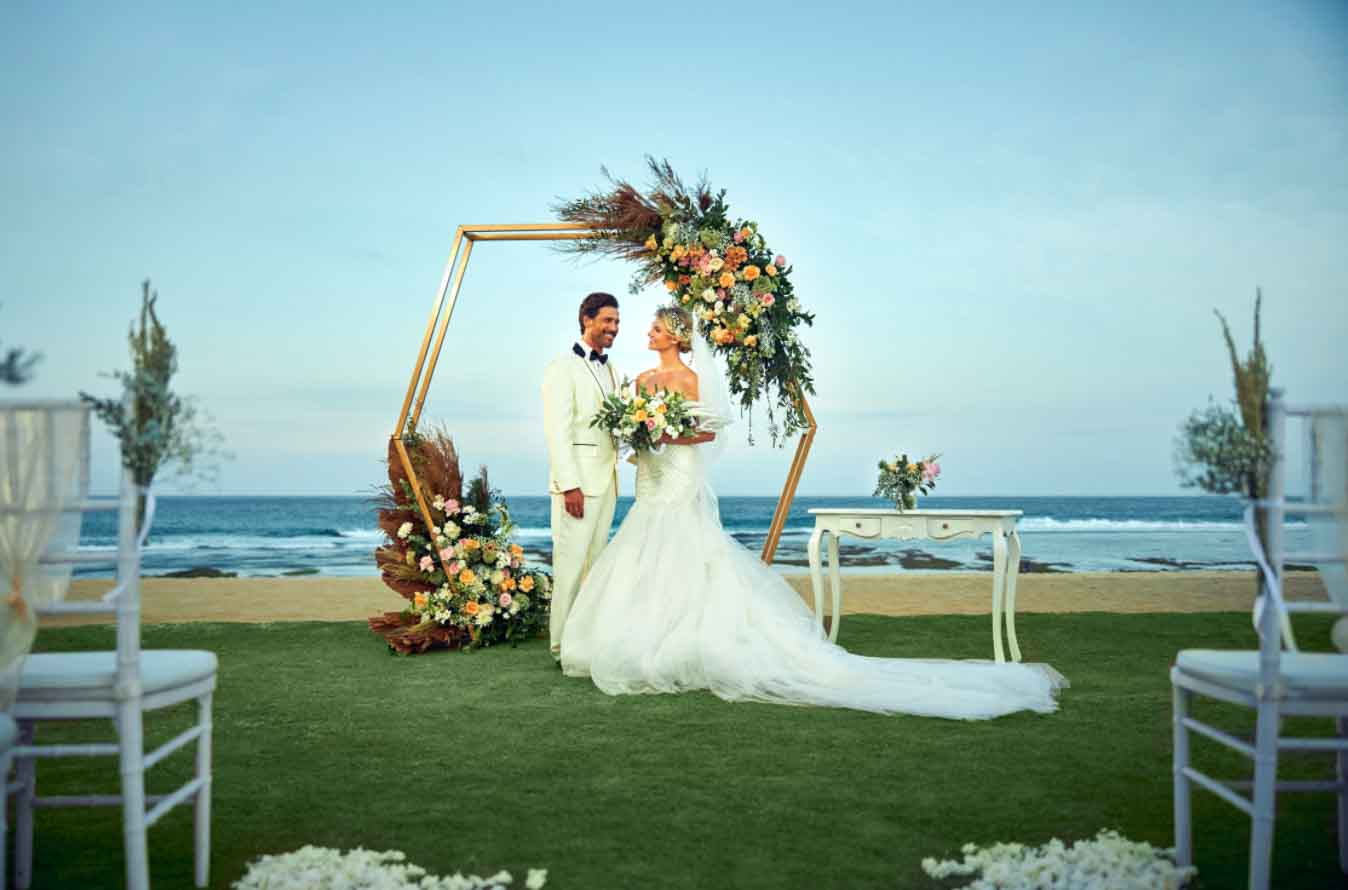 All-Inclusive Beach, Lawn, or Cliff Wedding at Hilton Bali Resort (30 pax) -23