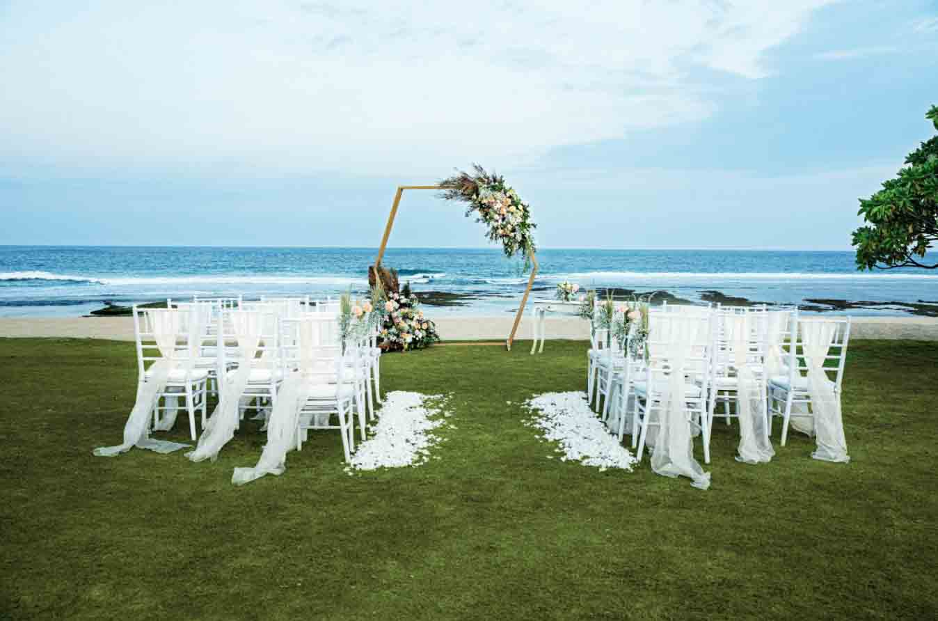 All-Inclusive Beach, Lawn, or Cliff Wedding at Hilton Bali Resort (30 pax) -25