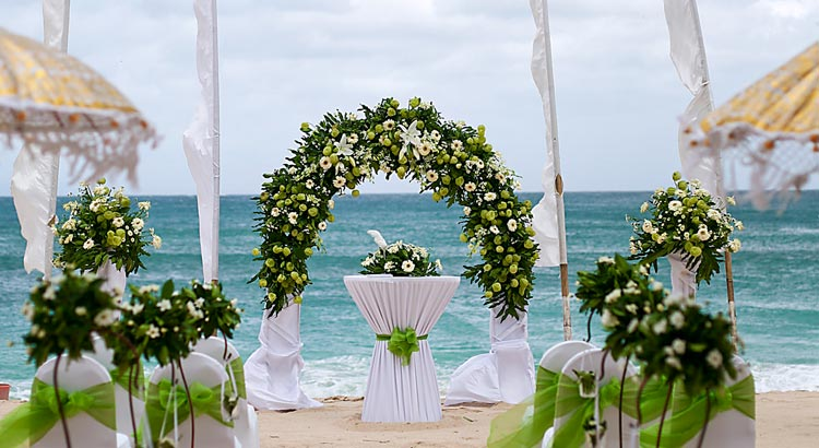 All-Inclusive Beach, Lawn, or Cliff Wedding at Hilton Bali Resort (30 pax) -9