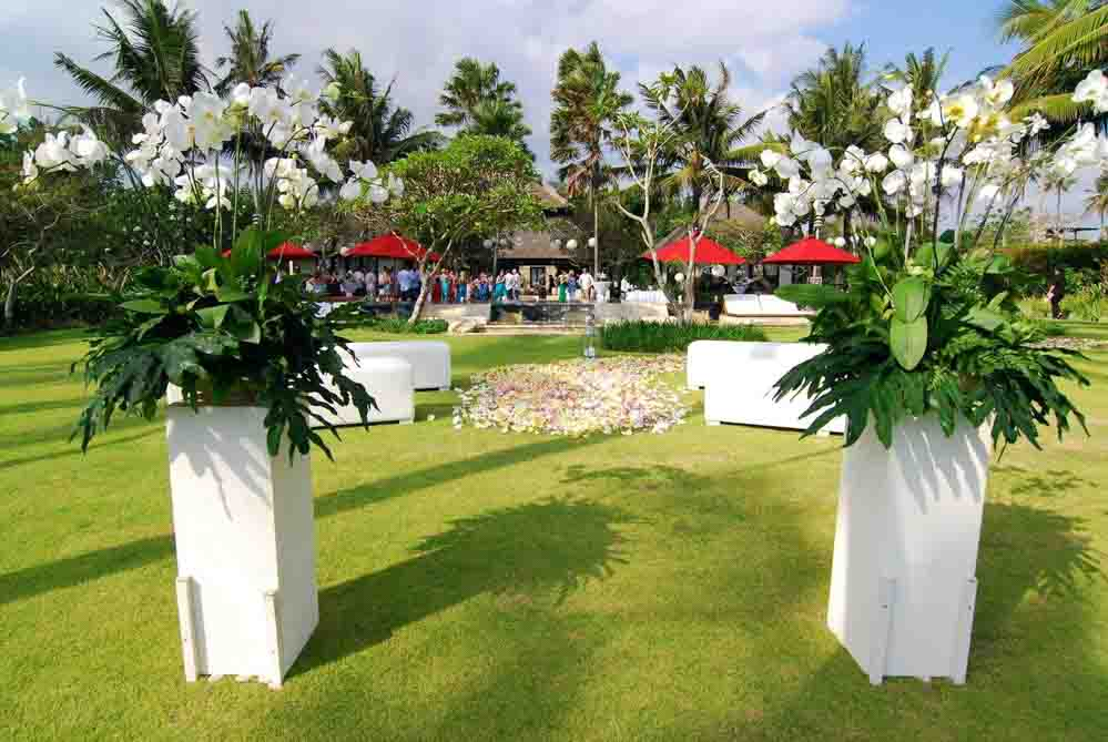 5 BR Ombak Luwung Beachfront Estate Wedding Venue (75-150 pax) Inclusive of 3 Night Stay  + Photography & Videography + Makeup & Hair + Decorations-1